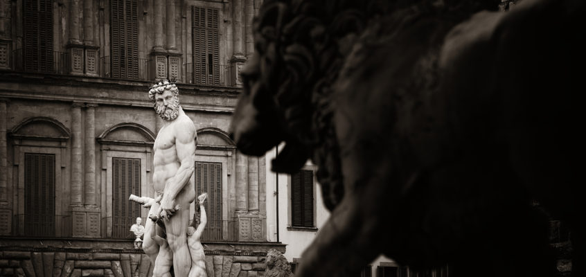 Fountain of Neptune and lion statue in Florence