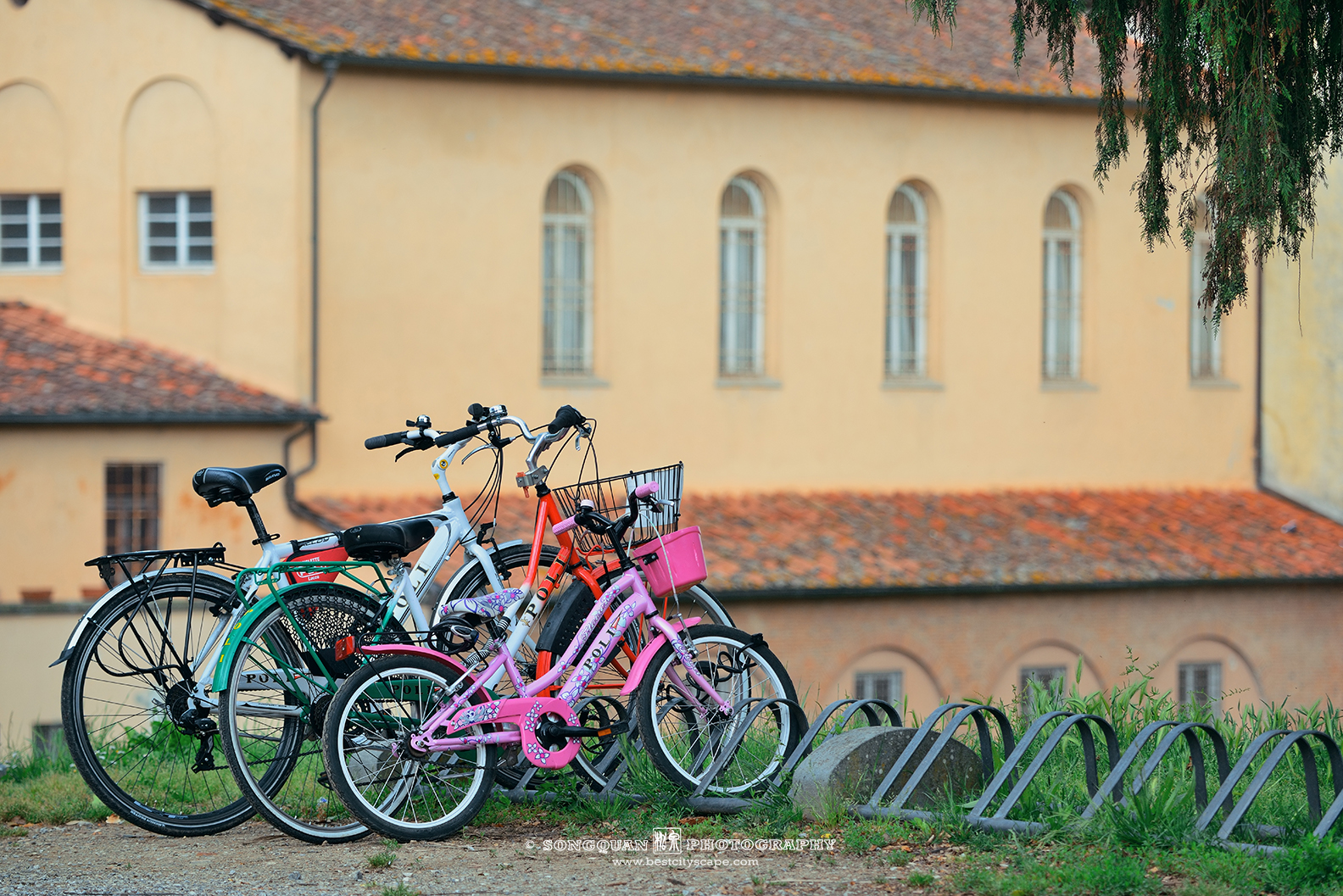 Family bike vacation in Lucca Italy